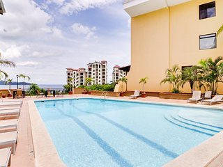 Beautiful condo with ocean views & shared pool moments from the beach!