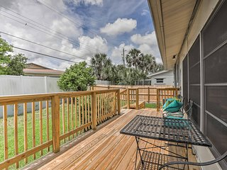 Cozy Ormond Beach House w/Deck - Walk to the Beach