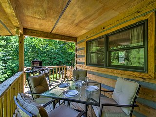 NEW-Bryson City Cabin w/Hot Tub & Deck on 2+ Acres