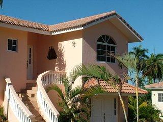 Comfortable 4 bedroom villa near downtown sosua