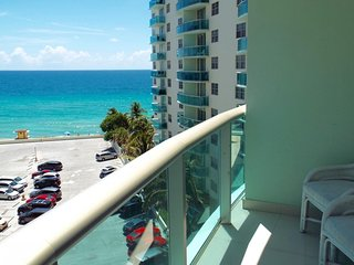 2/1.5 Miami - Hollywood Beach with direct ocean view at Tides 8th for 6 guests