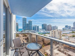 1/1 Miami Beach! Amazing ocean & bay view for 4 guests by AmmosVR