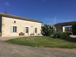 La Catusse - beautiful farmhouse with great views and stunning pool, sleeps 10