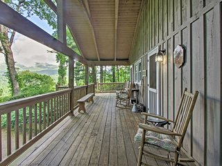 'Summit Splendor' Smoky Mountain Cabin w/ Views!