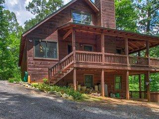 Dog-friendly lodge w/ two-level deck, patio & firepit - near hiking & tubing!