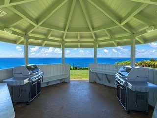 NEW LISTING! Beautiful condo w/ocean view, shared hot tub, pool, tennis