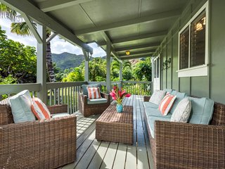 NEW LISTING! Recently updated cottage w/mountain views, lanai & beach access