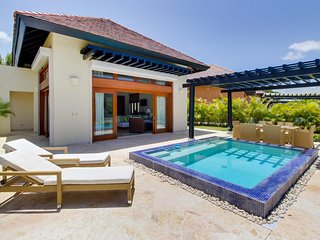 NEW LISTING! Airy bungalow w/private plunge pool & garden - near beach, dog OK