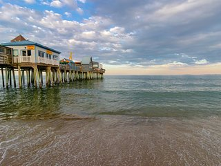 Lovely condo w/ 2 beach chairs - 1/4 mile to the beach, pier & Palace Playland!