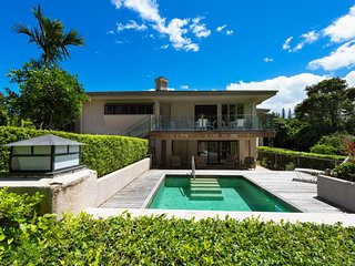 NEW LISTING! Large Princeville house w/pool, views of mountains & golf course