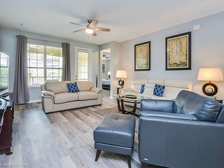 Newly decorated 3BR condo offers a luxurious atmosphere!
