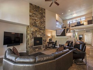 Luxurious Widgi Creek Golf Club Townhouse Has Hot Tub, Spa Tub