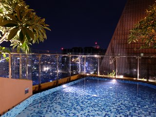 Comfy 3BR Infinity Rooftop Pool With River View near Ben Thanh and Bui Vien