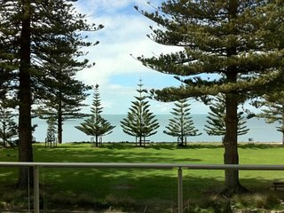 18 The Breeze - Right in the Heart of Victor Harbor