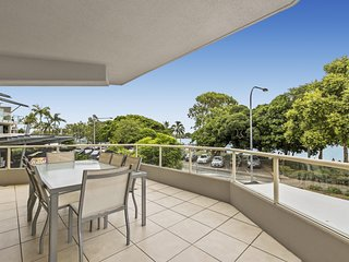 RIVERSIDE NOOSA Unit 1 River front apartment