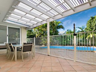 Pet Friendly House in Noosaville with private pool