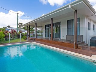 Relaxing Family 3 brm home with pool - 23 James St
