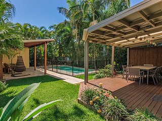 Modern Noosa Home close to River Front - 10 Laburnum Cres