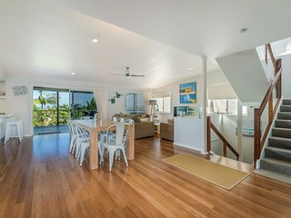 Extended family accommodation - 24 Nairana Rest Noosa