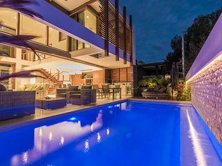 PRESTIGE private Pool River Side 1/12 Howard St Noosa