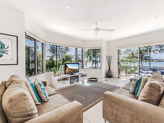 Aarons Villa 2 River side apartment Noosa