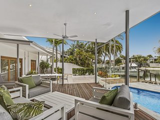 WATERFRONT Luxury 4 Brm Noosa Sound -14 Cooran Crt