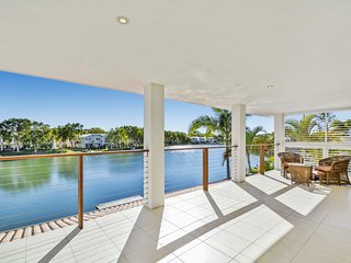 WATERFRONT, Mermaid Quays Large 5 bedroom holiday home