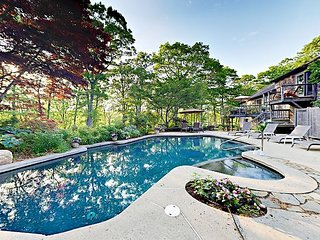 Moonakis River 4BR w/ Heated Pool & Spa, Lush Gardens & Kayaks, Near Downtown