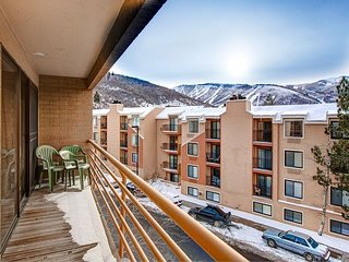 Mountain-View Condo w/ Fireplace, Near Skiing & Main Street, On Shuttle Route