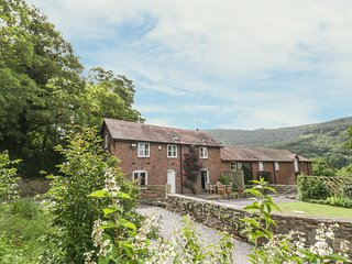 BRYN HOWELL STABLES, pet friendly, luxury holiday cottage, with a garden in Llan