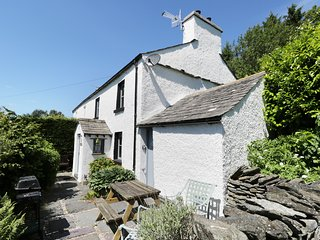 CLOVERDALE COTTAGE, a traditional, wi-fi, open fire, wi-fi. Ref: 972620