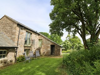 PICKLE BARN, family friendly, luxury holiday cottage, with a garden in Hutton Ro
