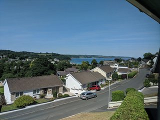 Am Byth Saundersfoot, modern six-bed holiday home with views overlooking the bay