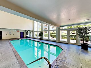 Walk to Pike Place! Belltown Court 1BR w/ Juliet Balcony, Pool & Hot Tub