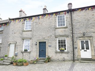 PONY CUBE COTTAGE, mix of modernity and tradition, in Middleham