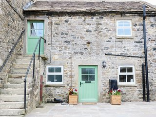THE STABLES, working farm, hot tub, great touring base, near Middleton in