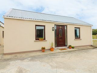 THE PADDOCK No. 2, open-plan, ideal for families, in Wicklow