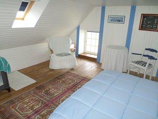 La Maison bleue Gite Indépendant et typique de la Région,  à 200 m du bourg