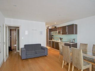 Spacious 3 bedroom DUPLEX apartment in Kensington