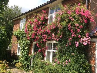 Picturesque detached Georgian House, in Blythburgh Southwold , sleeps 4 .
