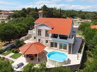 5 bedroom Villa in Praznice, Splitsko-Dalmatinska Zupanija, Croatia : ref 563924