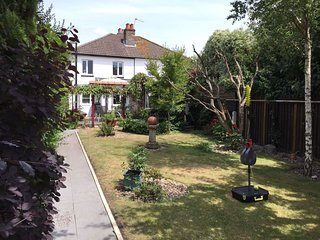 * Charming Cottage| 2 bedrooms| Private Garden | Pets | Bournemouth *