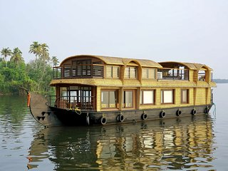 Gokul Cruise Lake Ripples - One bedroomLuxury Houseboat