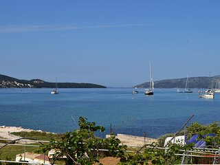 Seafront house for 10 close to Trogir Old Town with garden and free parking