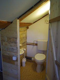 Toilette upstairs.....