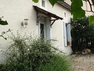 Holiday Cottage with Gironde Estuary, Vineyard and Country Views