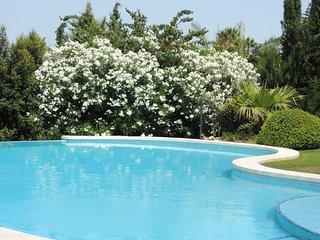 Stunning villa in golf area in Sotogrande Alto, with open views of the La Reserv