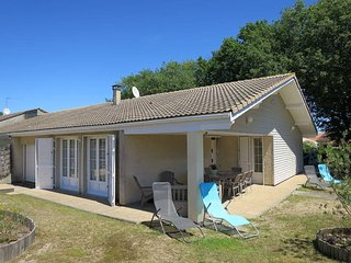 3 bedroom Villa in Soulac-sur-Mer, Nouvelle-Aquitaine, France : ref 5435036
