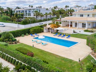 UP TO 15% OFF! FIGUEIRAS Villa w/ pool,sea views,game room,AC,WiFi,150m to beach