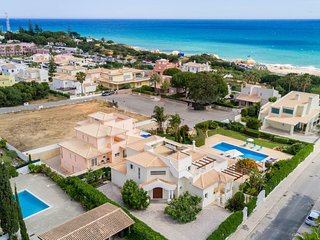 FIGUEIRAS Villa w/ private pool, sea views, games room, AC, WiFi, 150m to beach